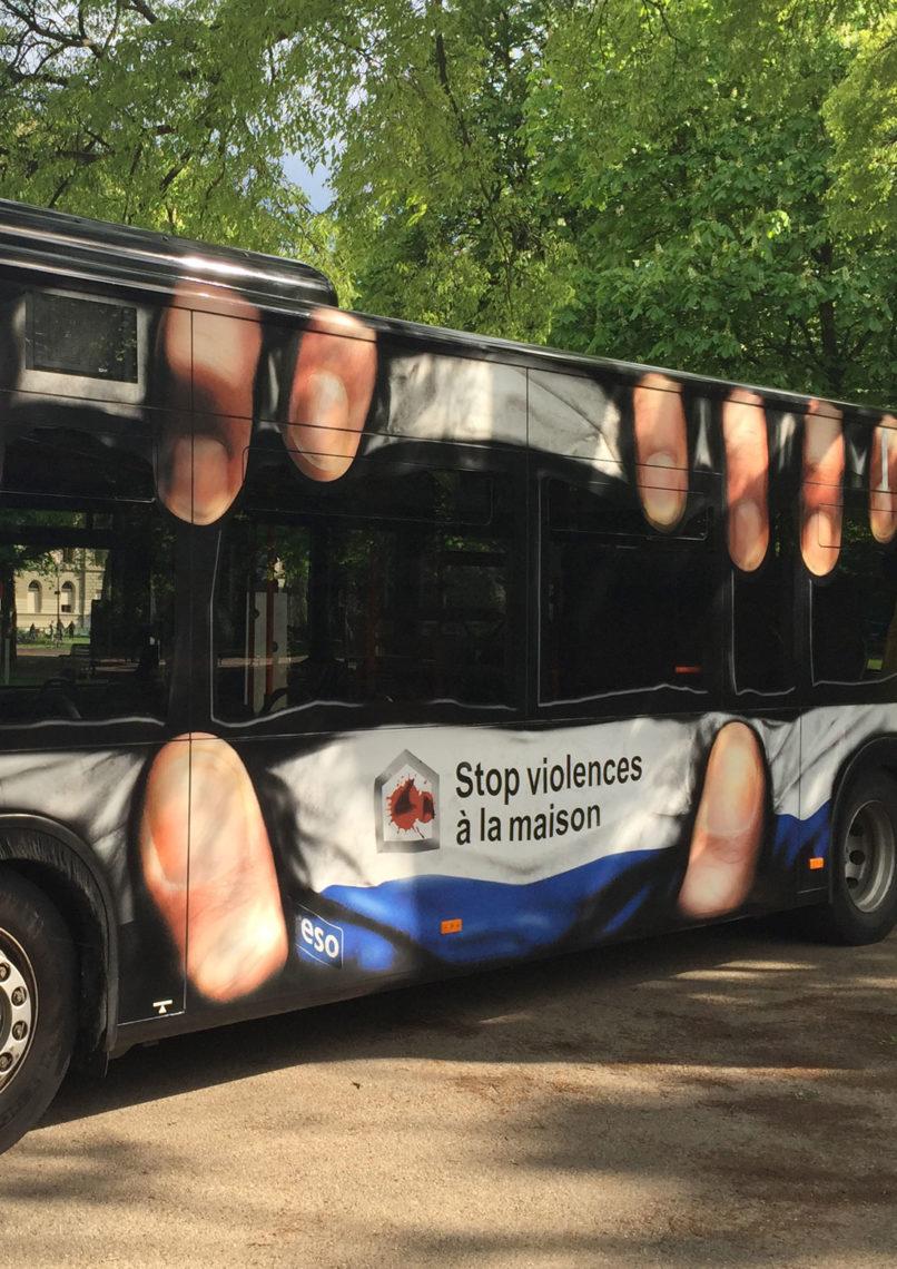 Violences domestiques: EtienneEtienne cabosse un bus TPG